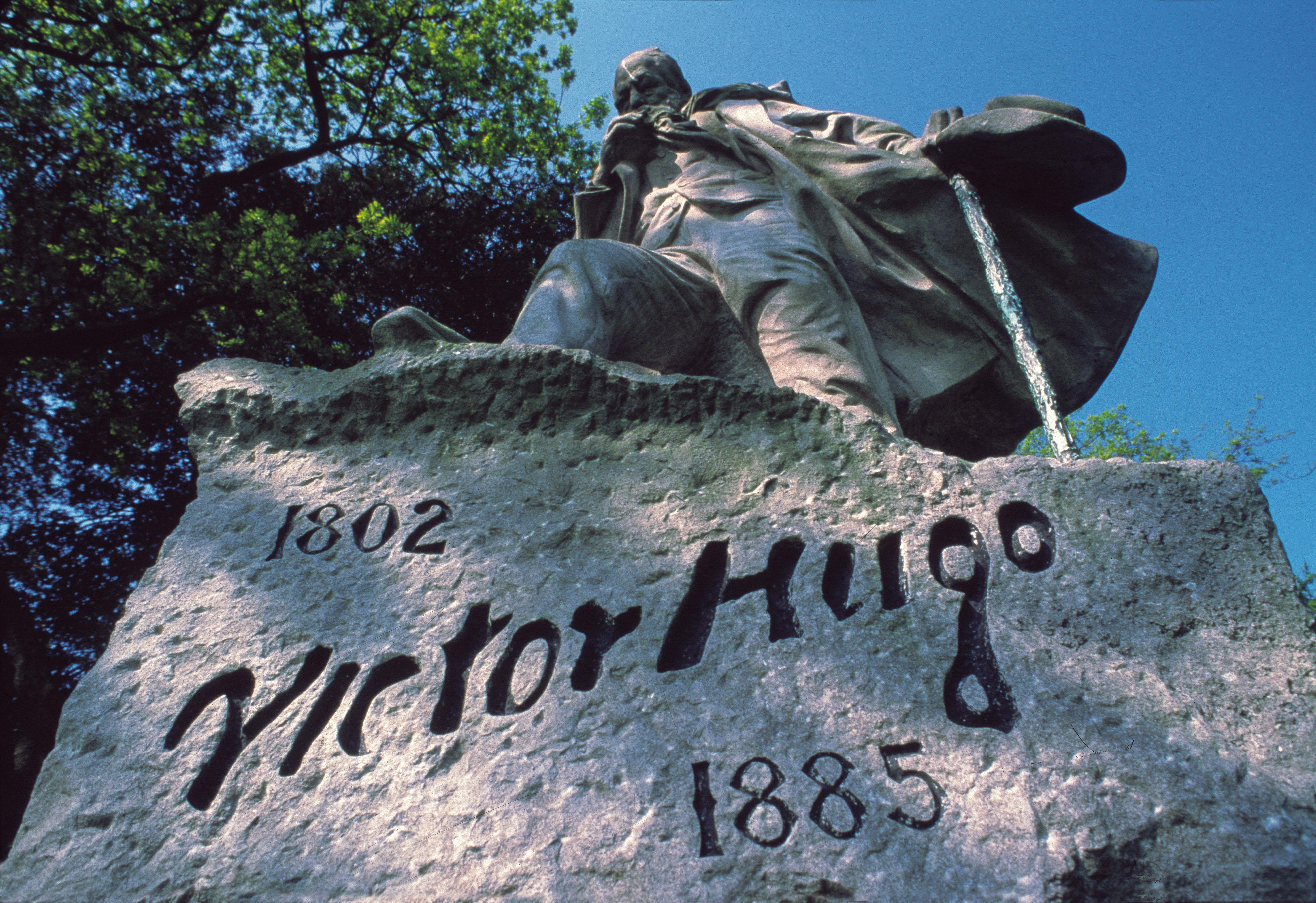 Statue de Victor Hugo à Hauteville House, sa maison de St Peter (GUERNESEY)