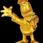 statuetta dorata di Paperino, per i suoi 85 anni